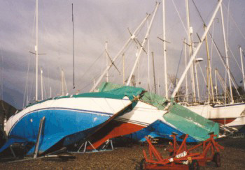 Click image for larger version  Name:fallen_yachts2.jpg Views:23 Size:35.9 KB ID:188678