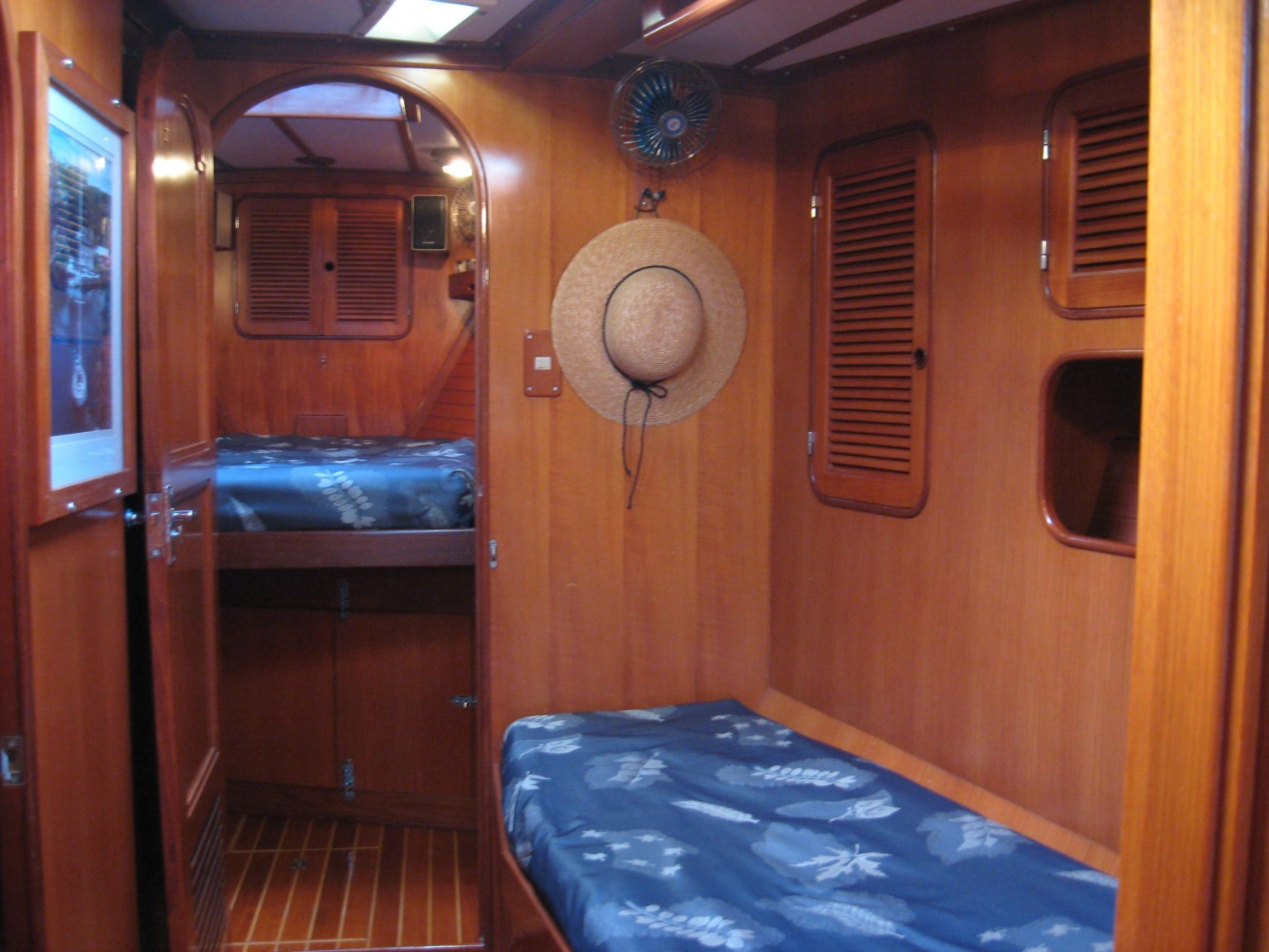 Click image for larger version  Name:Crew's Quarters.jpg Views:275 Size:410.2 KB ID:19533