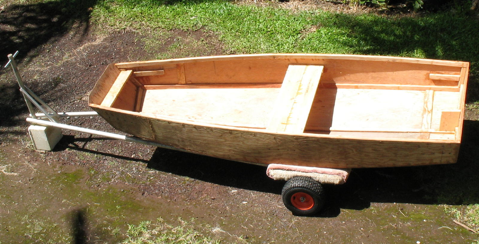 Click image for larger version  Name:Dolly wdinghy 2.jpg Views:78 Size:270.8 KB ID:1968