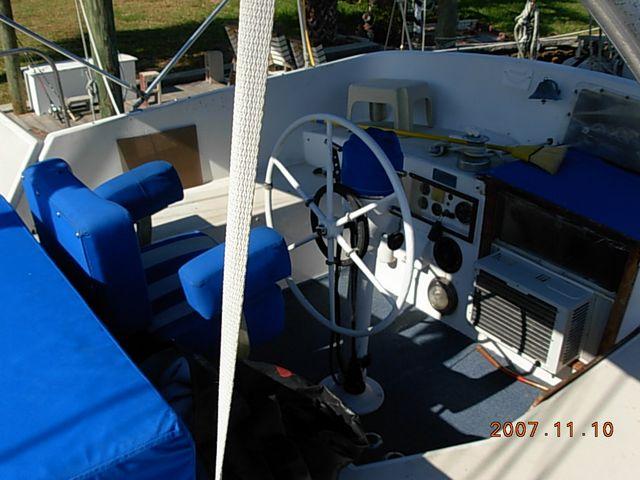 Click image for larger version  Name:cockpit.JPG Views:110 Size:60.5 KB ID:2069