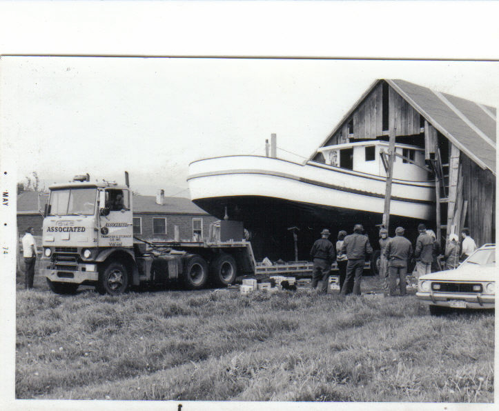 Click image for larger version  Name:boat leaving barn.jpg Views:88 Size:163.6 KB ID:20811