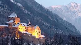 Click image for larger version  Name:Vaduz Castle, Lichtenstein.jpg Views:163 Size:38.8 KB ID:209483