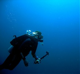 Click image for larger version  Name:Andy Diving.jpg Views:132 Size:54.3 KB ID:213