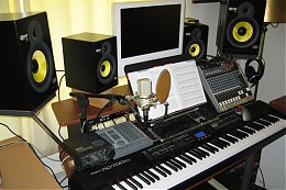 Click image for larger version  Name:studio-4monitors.jpg Views:126 Size:120.0 KB ID:2169