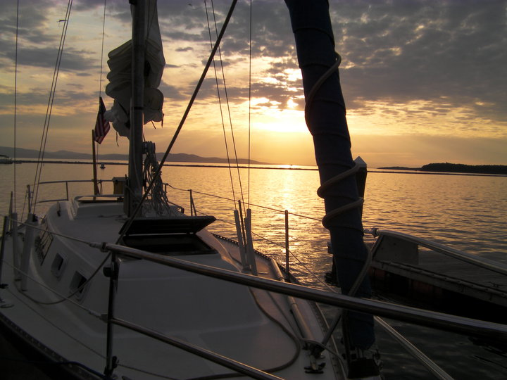 Click image for larger version  Name:Sunset at Burlington.jpg Views:219 Size:78.7 KB ID:22341