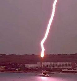 Click image for larger version  Name:lightning - 1.jpeg Views:208 Size:46.5 KB ID:226714