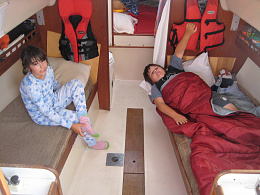Click image for larger version  Name:Sailing without Mom 013.jpg Views:26 Size:430.6 KB ID:230620