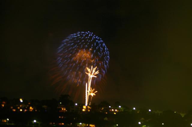 Click image for larger version  Name:NYE Fireworks.JPG Views:93 Size:20.4 KB ID:2360