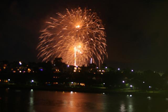Click image for larger version  Name:NYE Fireworks 2.JPG Views:94 Size:27.9 KB ID:2361