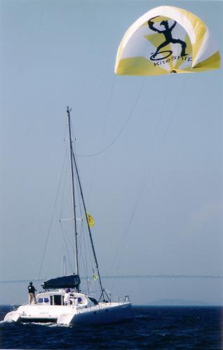 Click image for larger version  Name:kite sailing.jpg Views:160 Size:13.3 KB ID:2367