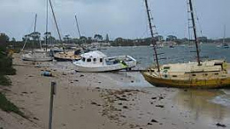 Click image for larger version  Name:boat on beach1.jpg Views:123 Size:7.0 KB ID:242027