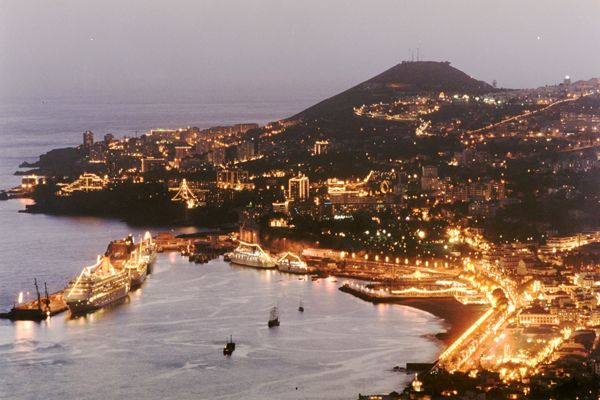 Click image for larger version  Name:funchal_bay1998-9.jpg Views:90 Size:48.7 KB ID:24348