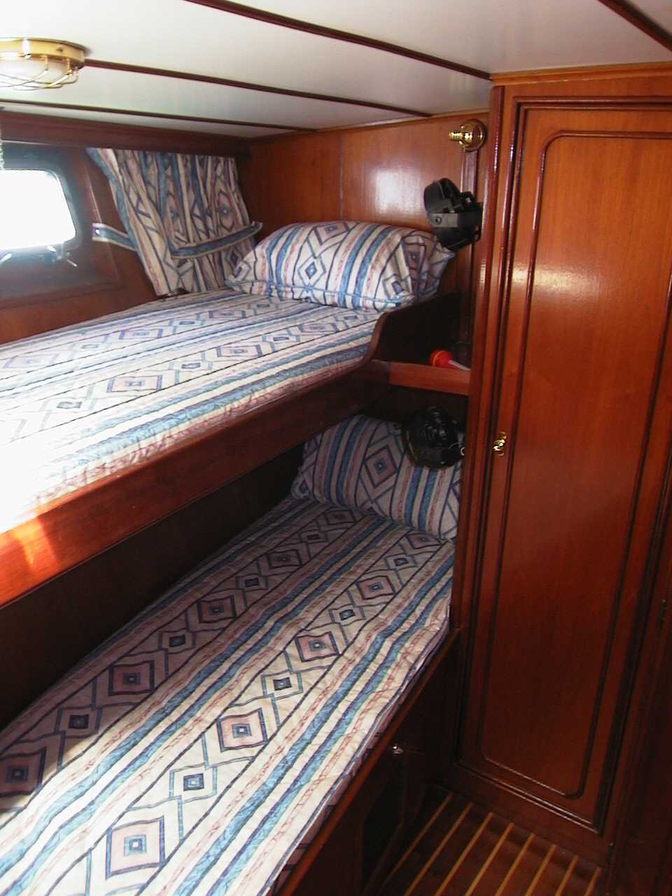 Click image for larger version  Name:Fwd Cabin.jpg Views:172 Size:100.4 KB ID:26093