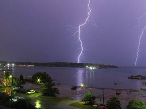 Click image for larger version  Name:Double-lightning-strike.jpg_e_f1eebd0b47eef949cd04972372ef6f16.jpg Views:103 Size:19.0 KB ID:27015