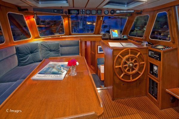 Click image for larger version  Name:Wanderbird Pilothouse.jpg Views:1508 Size:49.3 KB ID:28235