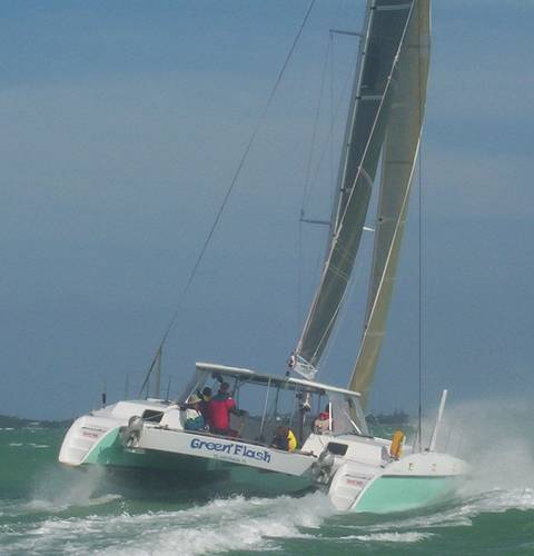 Click image for larger version  Name:Green%20Flash_crowther_42_catamaran_flying%20hull.jpg Views:181 Size:18.9 KB ID:2886