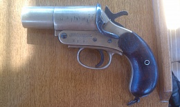 Click image for larger version  Name:Flare pistol.jpg Views:89 Size:401.4 KB ID:31082