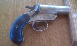 Click image for larger version  Name:Flare pistol 2.jpg Views:96 Size:406.1 KB ID:31083