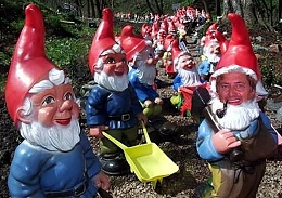 Click image for larger version  Name:garden_gnomes_exodus1.jpg Views:118 Size:157.4 KB ID:32254