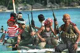 Click image for larger version  Name:somali_pirates_in_ship.jpg Views:113 Size:86.6 KB ID:32377