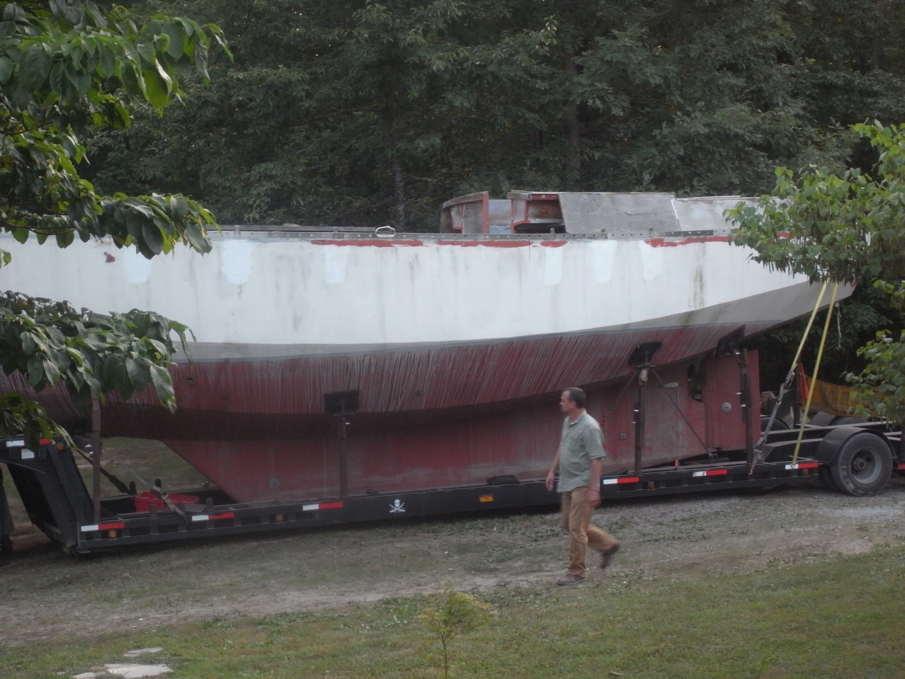 Click image for larger version  Name:boat in yard.jpg Views:468 Size:417.8 KB ID:32549