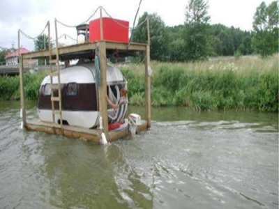 Click image for larger version  Name:crazy houseboat.jpg Views:103 Size:45.6 KB ID:33460
