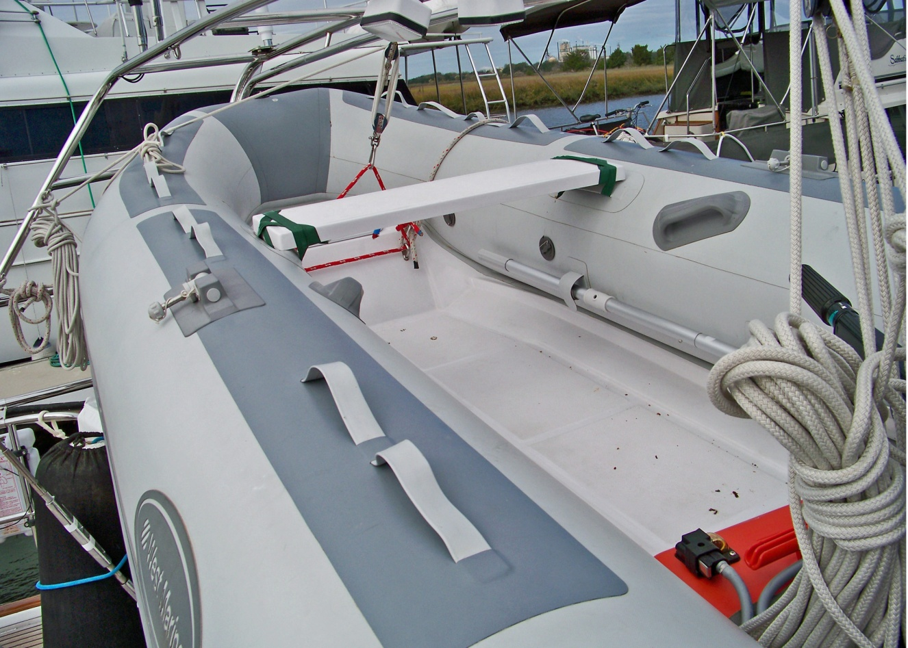 Click image for larger version  Name:dinghy2.jpg Views:158 Size:428.8 KB ID:33776