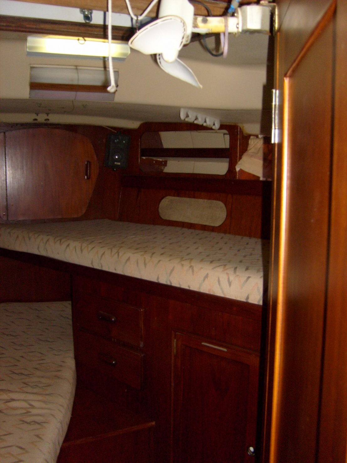 Click image for larger version  Name:FRONT CABIN 1.jpg Views:205 Size:409.8 KB ID:35716
