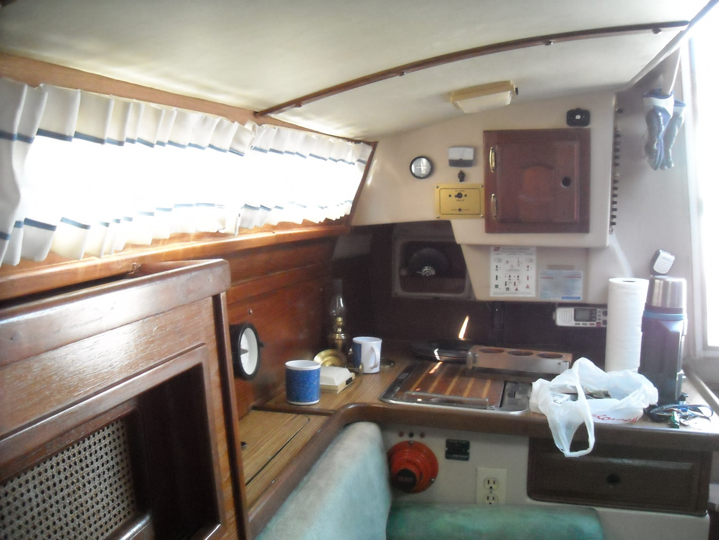 Click image for larger version  Name:HULL DECK SEAM 038.jpg Views:98 Size:413.2 KB ID:36903