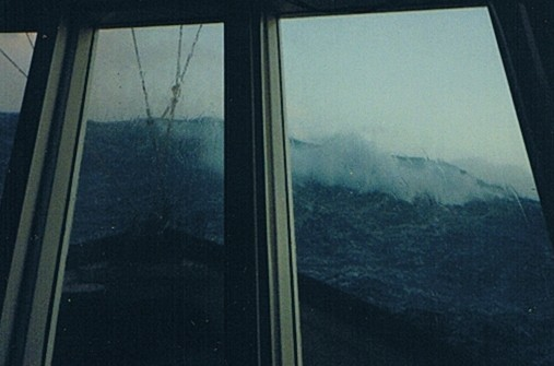 Click image for larger version  Name:wave_bow_break_02.jpg Views:105 Size:35.0 KB ID:3894
