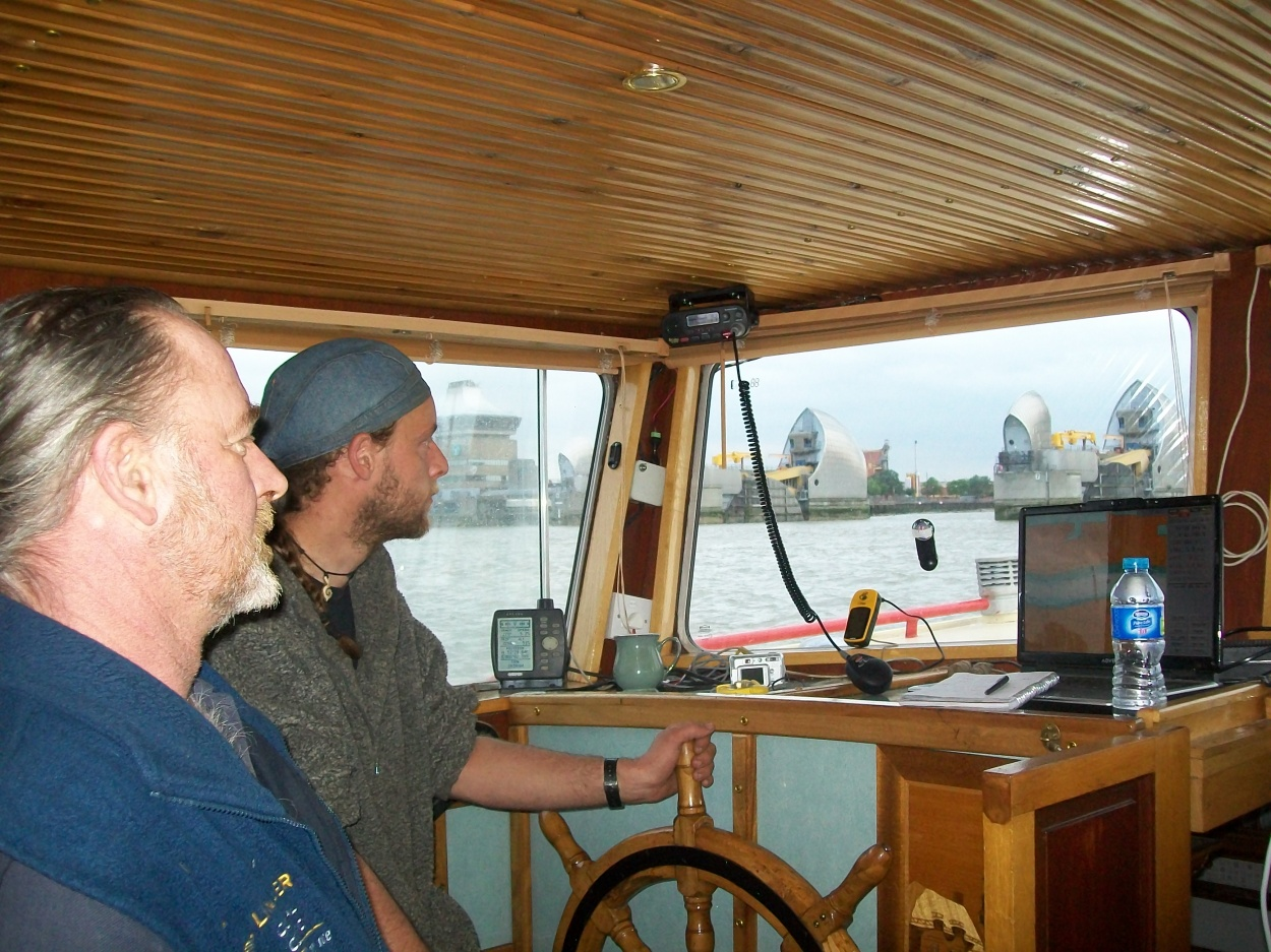 Click image for larger version  Name:barge to london 017.jpg Views:70 Size:440.7 KB ID:41916