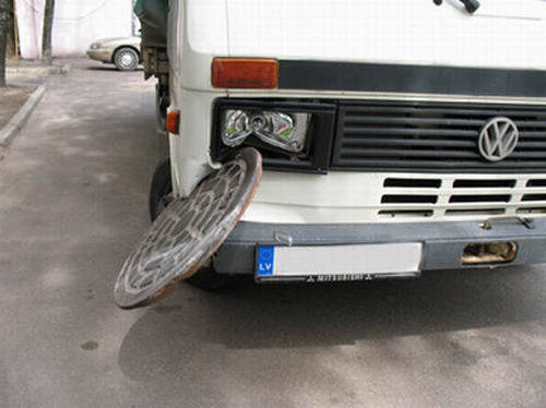 Click image for larger version  Name:manhole-cover-flies-up-into-a-truck1.jpg Views:140 Size:28.0 KB ID:4415