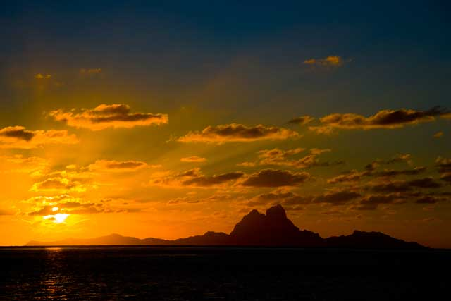 Click image for larger version  Name:Bora Bora from TauTau.jpg Views:128 Size:15.6 KB ID:4431