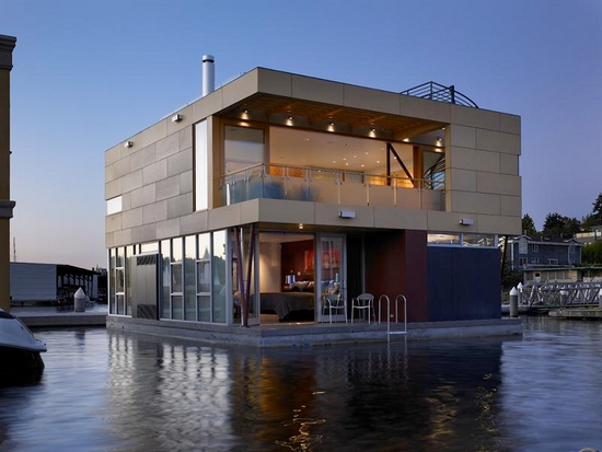 Click image for larger version  Name:houseboat.jpg Views:85 Size:149.4 KB ID:46192
