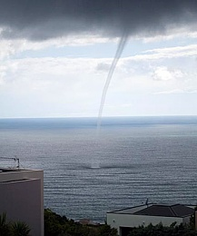 Click image for larger version  Name:Waterspout off Godley Head 18 JAN 2009 - 2.jpg Views:211 Size:29.9 KB ID:49590