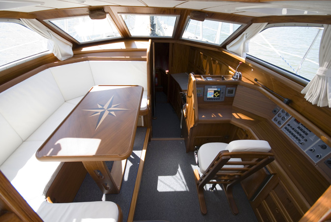 Click image for larger version  Name:Nauticat37pilothouse2.jpg Views:993 Size:113.8 KB ID:50061