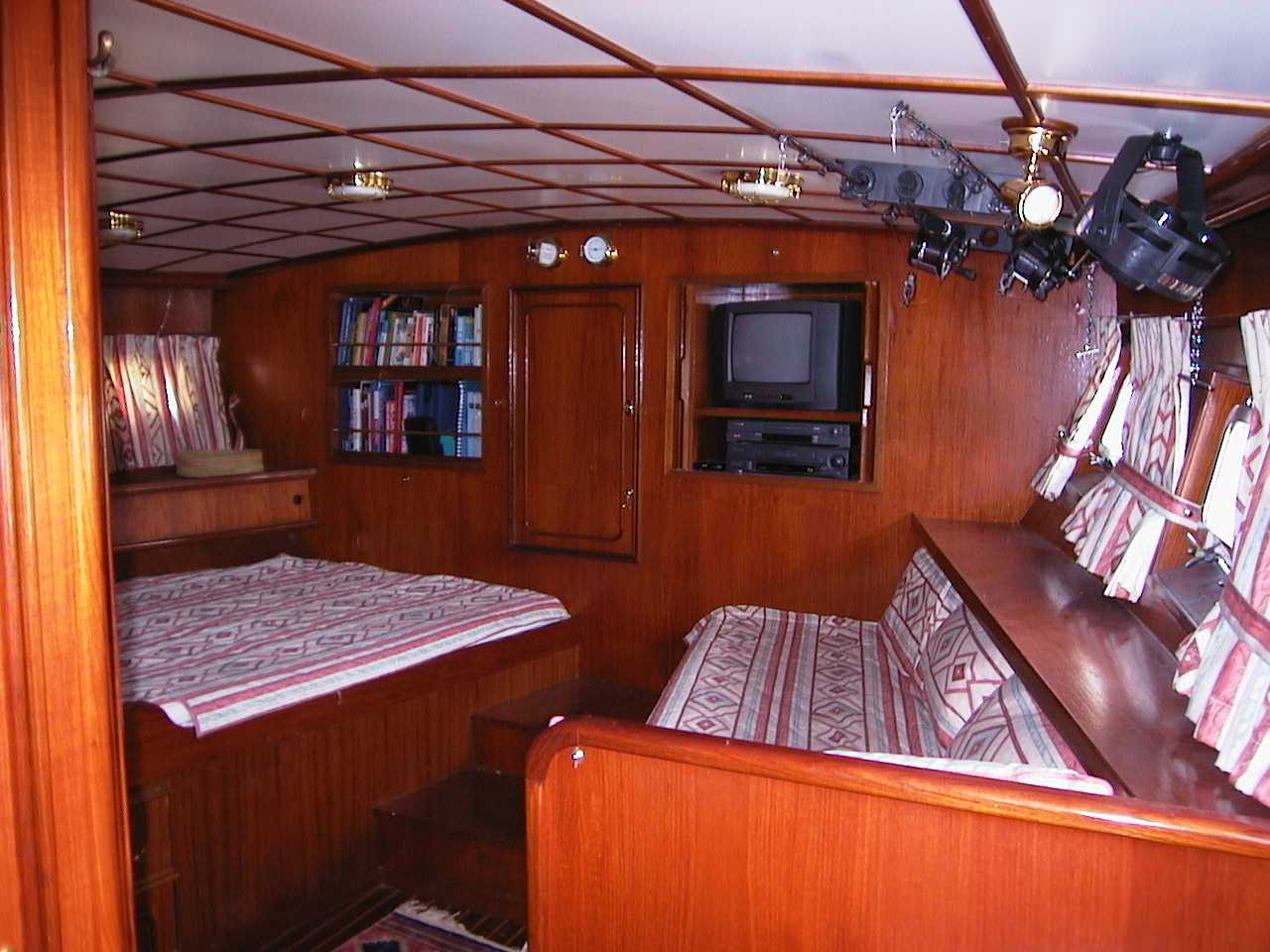 Click image for larger version  Name:2 Aft Cabin.jpg Views:199 Size:107.1 KB ID:51256