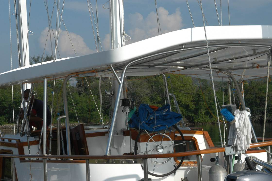 Click image for larger version  Name:New Bimini Supports DSC_0676.jpg Views:608 Size:144.6 KB ID:51470