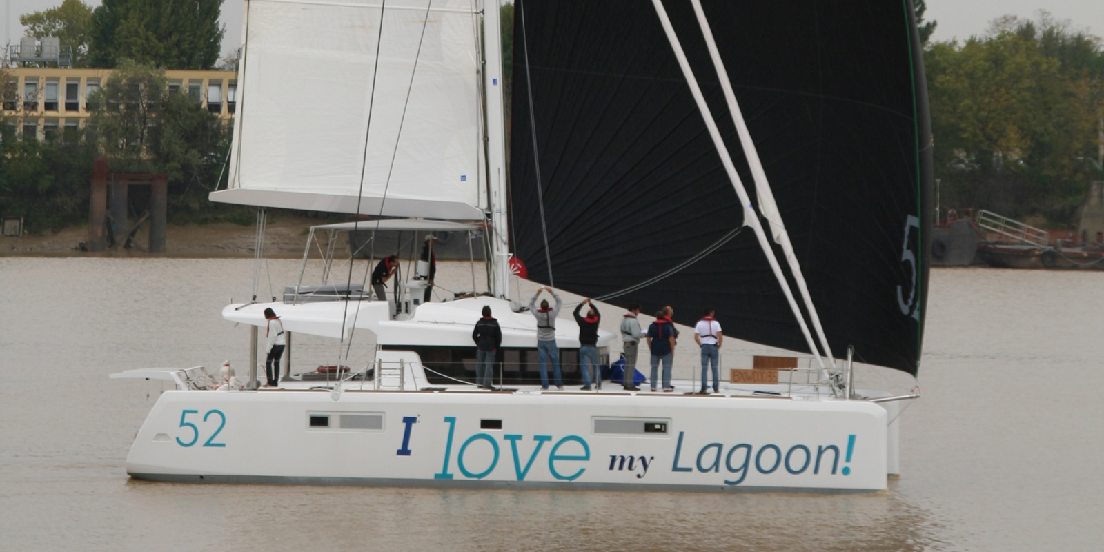 Click image for larger version  Name:lagoon52-front.jpg Views:261 Size:293.3 KB ID:55421