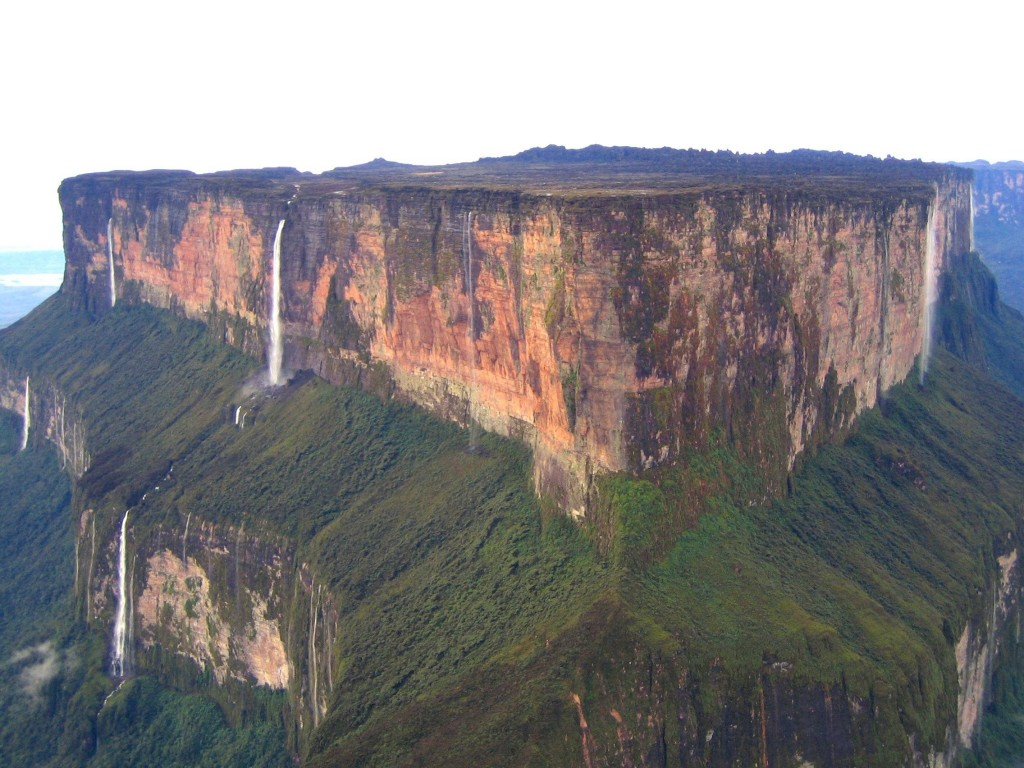 Click image for larger version  Name:Monte-Roraima-with-various-waterfalls-1024x768.jpg Views:70 Size:203.2 KB ID:56311