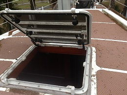 Click image for larger version  Name:main cabin hatch.jpg Views:389 Size:429.0 KB ID:58628