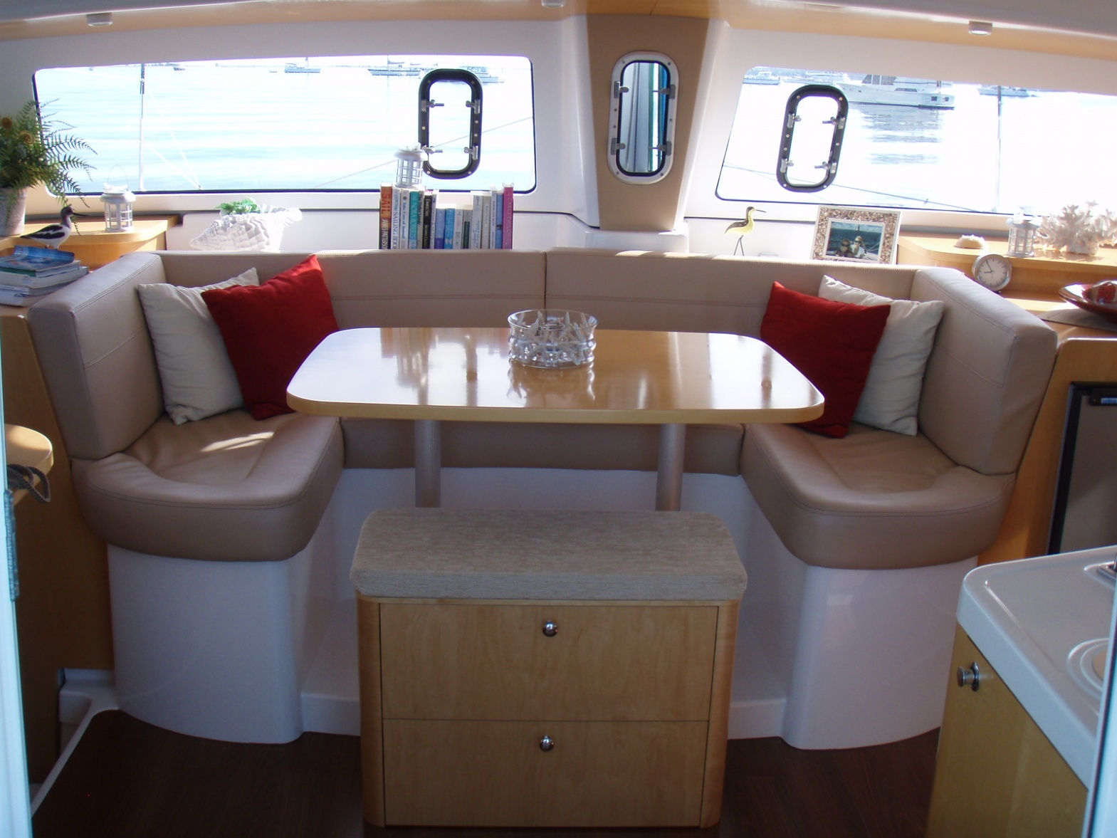 Click image for larger version  Name:Mahe_Saloon_seat2.jpg Views:285 Size:393.2 KB ID:61544