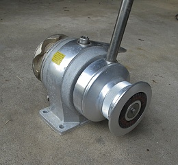 Click image for larger version  Name:windlass-2.jpg Views:567 Size:336.4 KB ID:63615