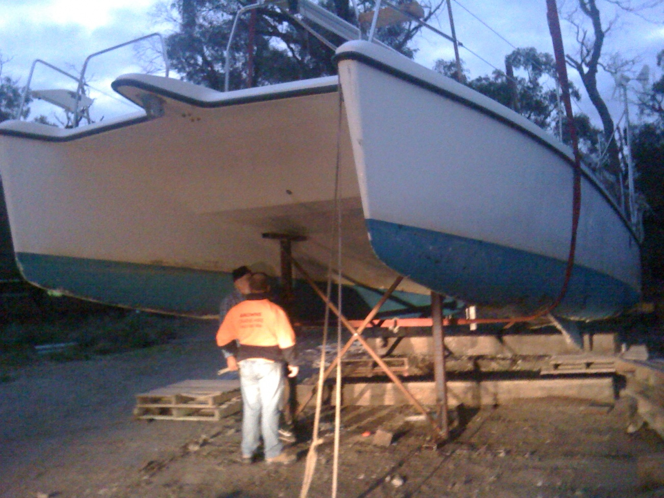 Click image for larger version  Name:Boat at Yaringa falling off stands, 197.jpg Views:79 Size:418.6 KB ID:64802