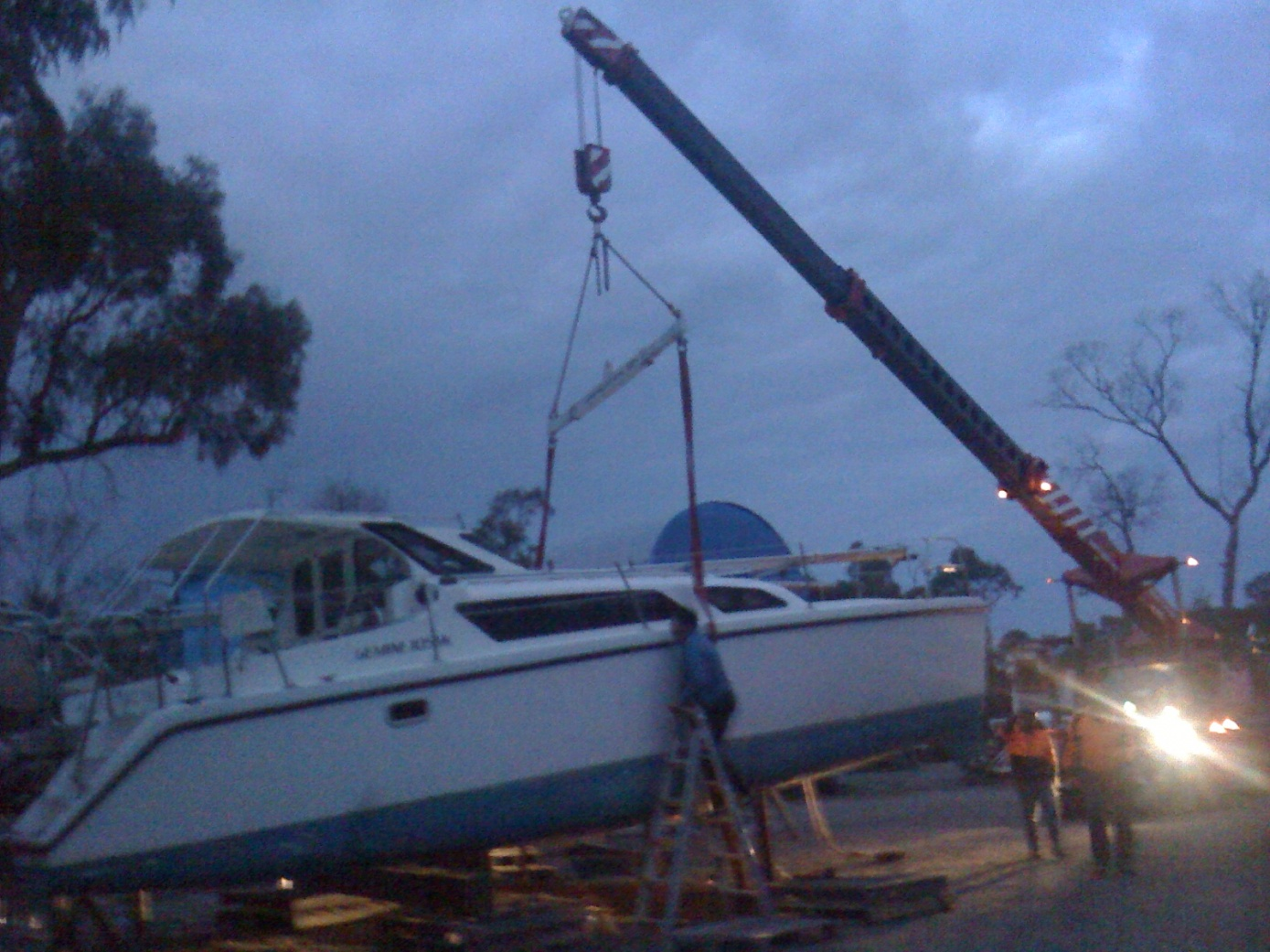 Click image for larger version  Name:Boat at Yaringa falling off stands, 207.jpg Views:70 Size:408.4 KB ID:64805