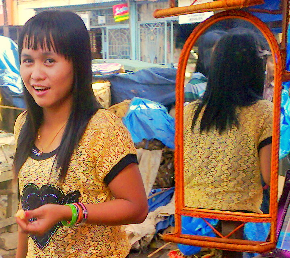 Click image for larger version  Name:girl in mirror.jpg Views:118 Size:281.9 KB ID:65620
