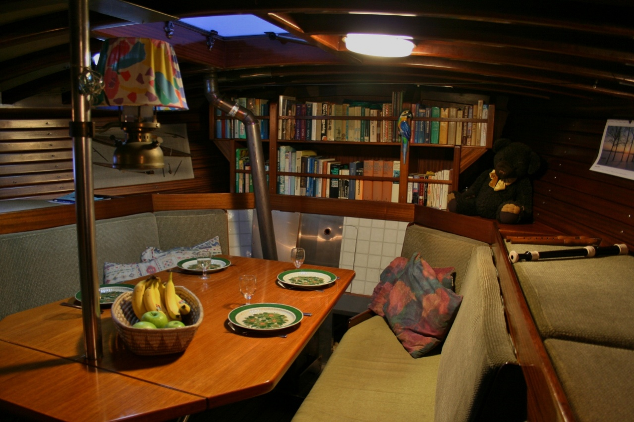 Click image for larger version  Name:20 Saloon, view from galley.jpg Views:690 Size:310.1 KB ID:71268