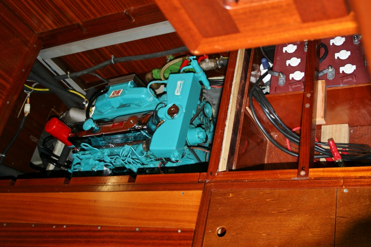 Click image for larger version  Name:30 Engine & battery compart ment underneath masters berth.jpg Views:396 Size:354.5 KB ID:71270