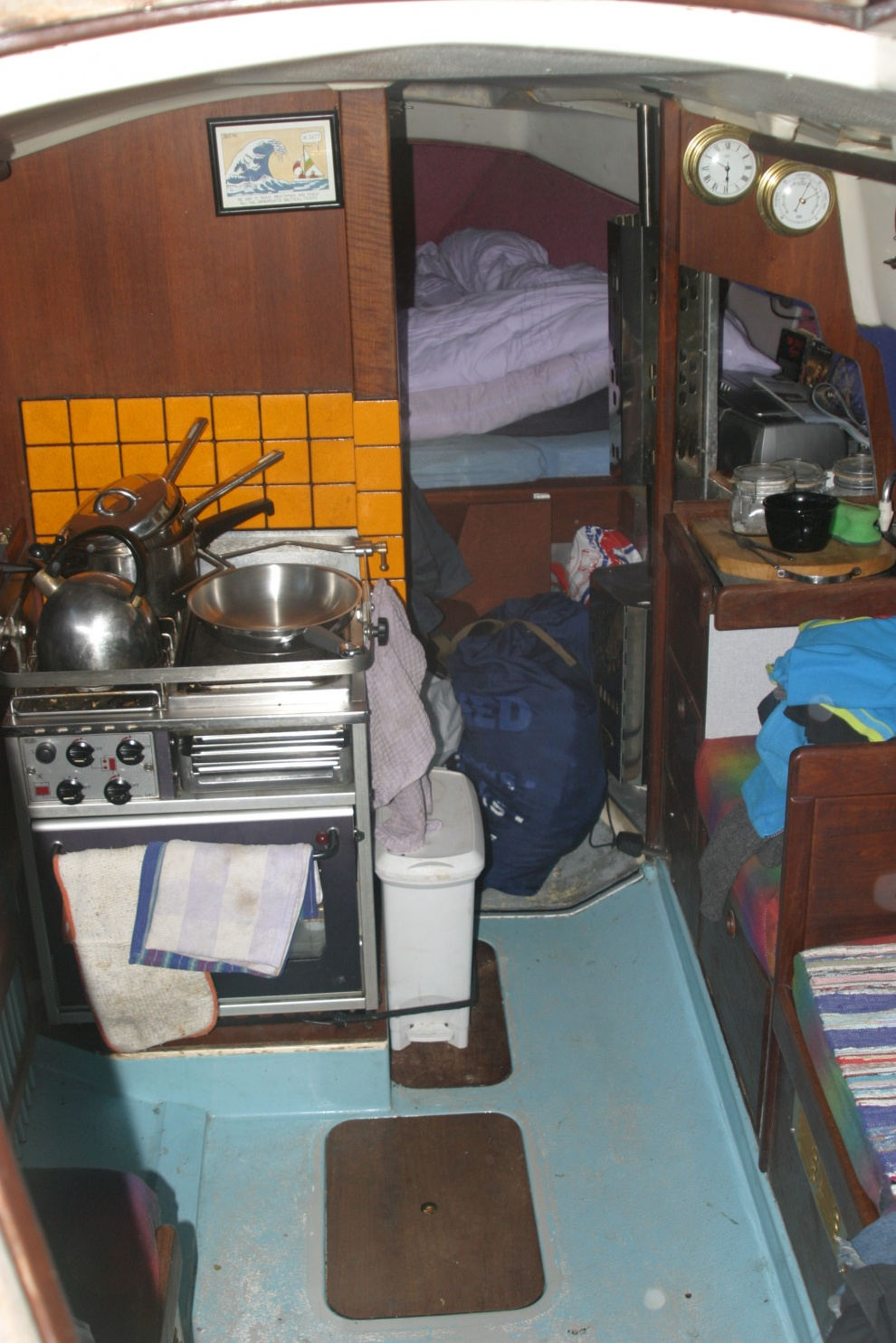 Click image for larger version  Name:Interior showing my fab cooker.jpg Views:243 Size:408.5 KB ID:73098