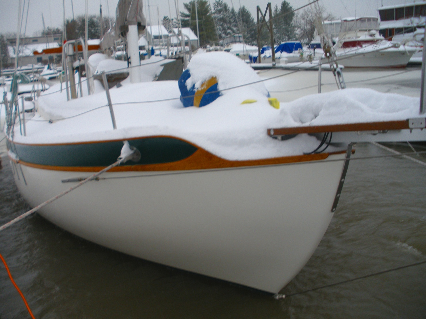 Click image for larger version  Name:Foredeck Snow Feb 5 2014.jpg Views:70 Size:401.3 KB ID:75459